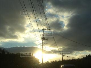 ハートに輝く夕陽の写真・画像素材[1049361]