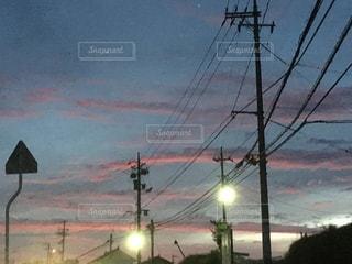 夕闇迫る街並みの写真・画像素材[1275340]