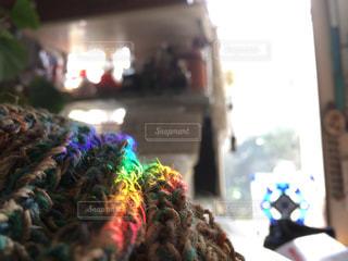 午後の窓辺は虹色に満たされるのですの写真・画像素材[1601535]