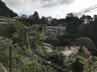 背景の山の橋の写真・画像素材[762693]