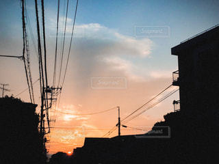 街に沈む夕日の写真・画像素材[763108]