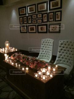 ソファとテーブル付きの部屋の写真・画像素材[763917]