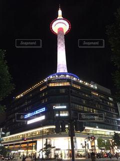 クロック タワーは夜ライトアップの写真・画像素材[763918]