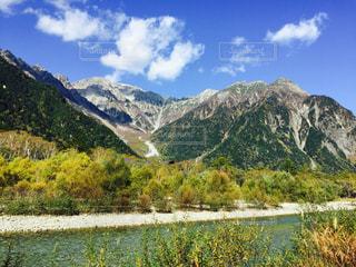 背景の山と水体の写真・画像素材[767280]