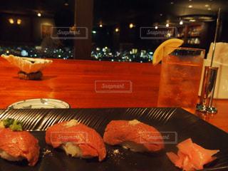 石垣島の夜景と寿司の写真・画像素材[785560]