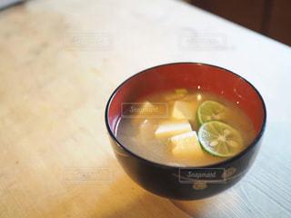 朝のすだち味噌汁。の写真・画像素材[766563]
