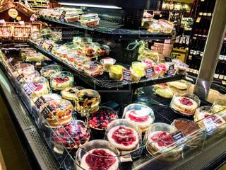 アメリカのスーパーのケーキコーナーの写真・画像素材[776552]