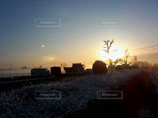寒い日の朝焼けの写真・画像素材[768072]