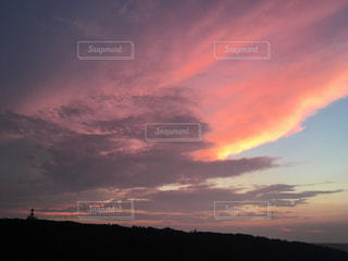 夕焼け空に浮かぶ雲の写真・画像素材[769422]