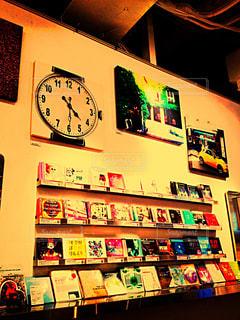壁に掛かっている時計の写真・画像素材[770503]