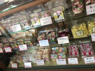 昔ながらのお菓子屋さんの写真・画像素材[771255]