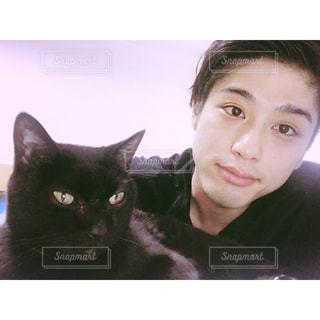 自分と猫の写真・画像素材[770743]