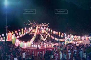 観衆の前で立っている人のグループの写真・画像素材[1376402]