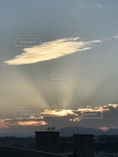 夕暮れに映える七色雲の写真・画像素材[772187]