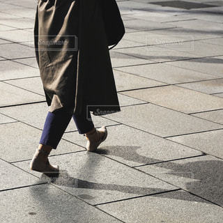 歩道を歩く人の写真・画像素材[770750]