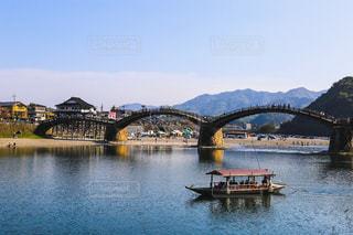 水の体の上の橋の写真・画像素材[770825]