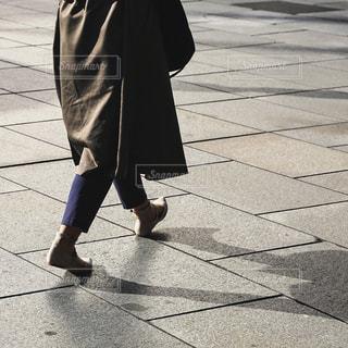 歩道を歩く人の写真・画像素材[770828]