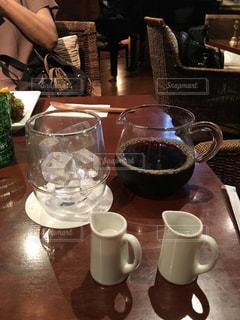 テーブルの上のコーヒー カップの写真・画像素材[771345]