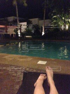 夜のプールの写真・画像素材[819563]