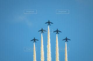 戦闘機空に高く飛ぶの写真・画像素材[1457545]