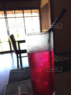 テーブルの上のグラスジュース - No.771920