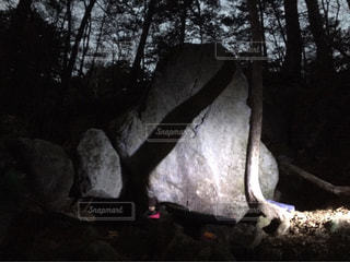 立ちはだかる巨岩の写真・画像素材[772079]