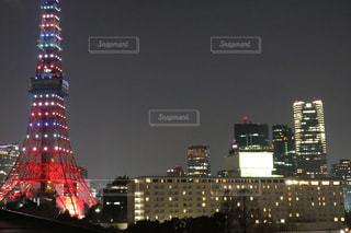 夜のライトアップされた街の写真・画像素材[1037776]