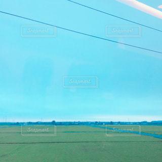 近くに緑のフィールドのの写真・画像素材[783951]