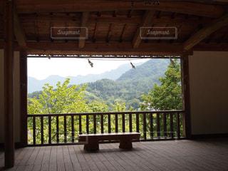 建物から覗く景色の写真・画像素材[1653024]