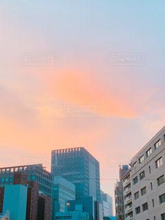 都市の高い建物 夕暮れドキの写真・画像素材[2944457]