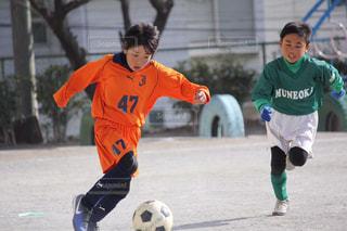 サッカーのゲームの若い男性のグループの写真・画像素材[1258083]