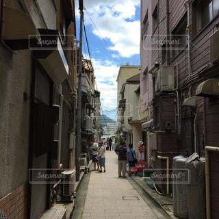 狭い街の通りの写真・画像素材[774712]