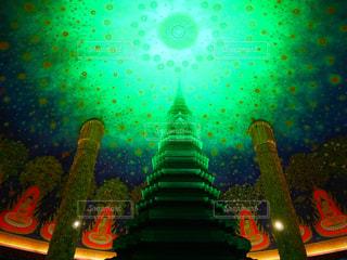バンコクにある色鮮やかなお寺。 - No.774560