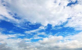 青空と白い雲の写真・画像素材[2233834]