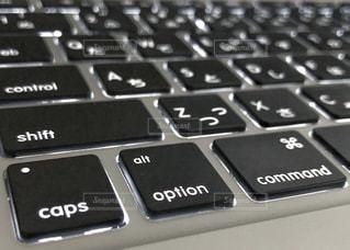 仕事用のパソコンのクローズアップの写真・画像素材[3205675]