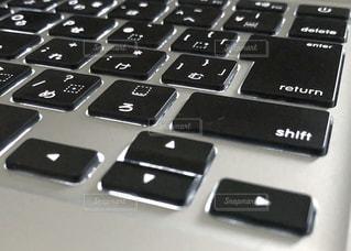 仕事用のパソコンのクローズアップの写真・画像素材[3205674]