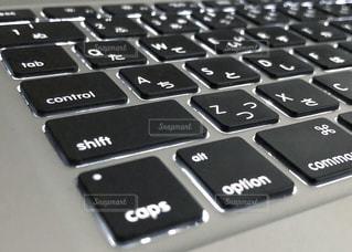 仕事用のパソコンのクローズアップの写真・画像素材[3205676]