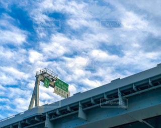 高速道路を見上げる風景の写真・画像素材[3399237]