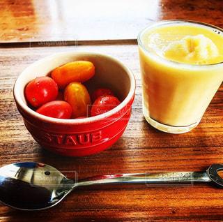 トマトとジュースで朝ごはん - No.820424