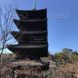 近くの塔のアップの写真・画像素材[938551]