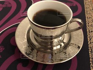 テーブルの上のコーヒー カップの写真・画像素材[938558]