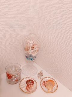 貝とガラスの写真・画像素材[938633]
