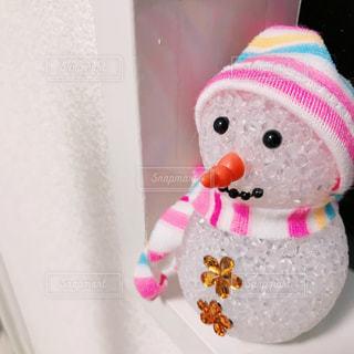 デートの帰り道に彼女を見送る雪だるま - No.976437
