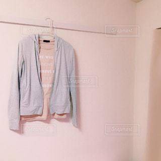 パーカーとTシャツの写真・画像素材[989783]