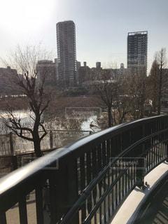 都市の川に架かる橋の写真・画像素材[1000913]