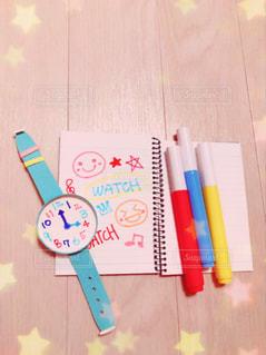 時計とノートとペンの写真・画像素材[1109491]