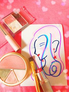 化粧品で色付けされた女性のイラストの写真・画像素材[1253474]