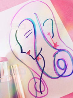 化粧品で色付けされた女性のイラストの写真・画像素材[1253475]