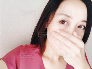 口元を隠すの写真・画像素材[1454160]