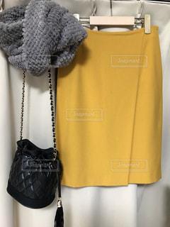 マスタードカラーのスカートの写真・画像素材[1622027]